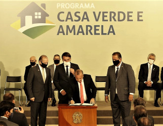 Bolsonaro-lanca-programa-habitacional-Casa-Verde-e-Amarela.jpg