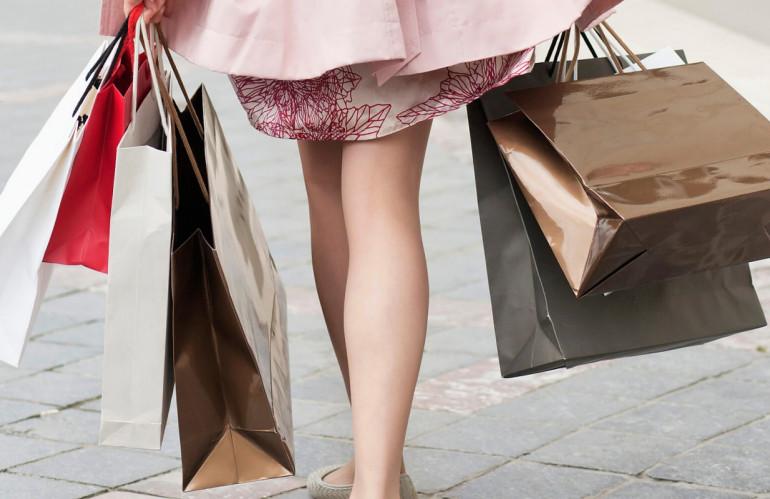 o-WOMAN-SHOPPING-BAGS-STREET-facebook.jpg